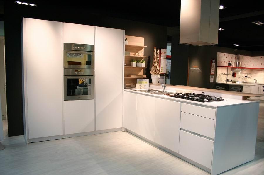 Fiera del mobile Bergamo, stand cucine Snaidero - mod. Orange ...