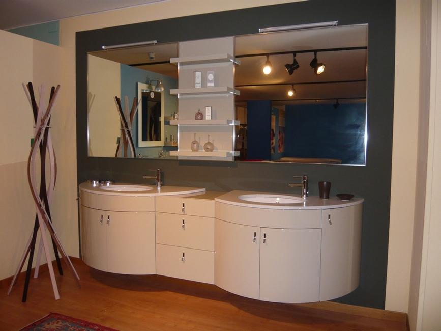 mobile tuttotondo per bagno laccato lucido in offerta venduto20 07 2012venduto vedi altri bagni in offerta outlet per il bagno mobile tuttotondo