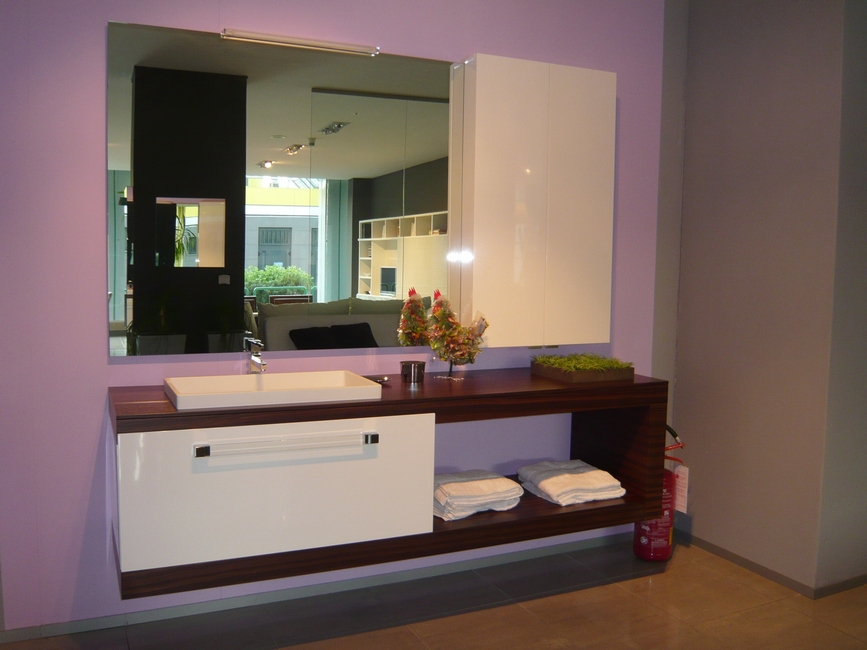 Mobile eureka per il bagno in offerta carminati e for Outlet mobili moderni