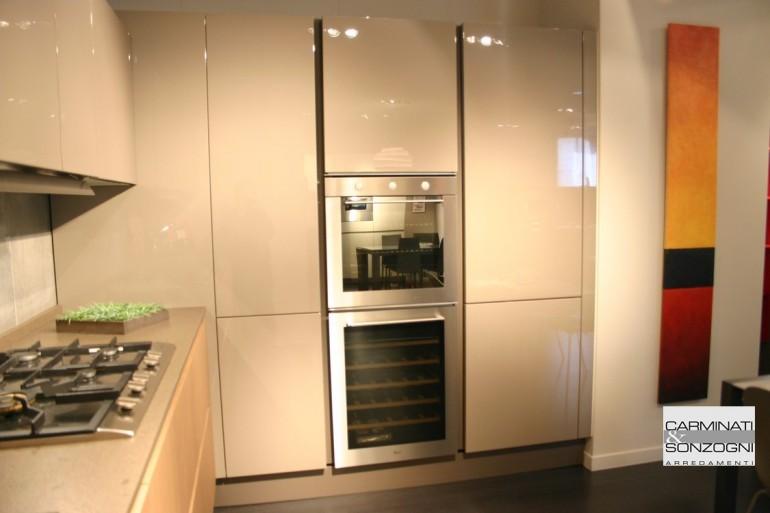 outlet cucine, colonna angolo con cestelli, forno e cantinetta per vini, frigo