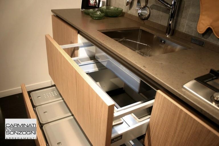 outlet cucine, cucina in offerta, particolare sottolavello per la raccolta differenziata