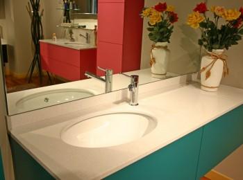 bagno Architech laccato verde acqua particolare piano in quarzo
