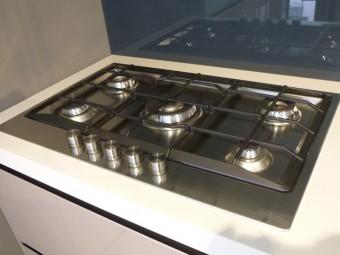 outlet cucine, cucina Digma DeMode Valcucine - particolare piano cottura Franke modello Neptune a 5 fuochi cm. 80