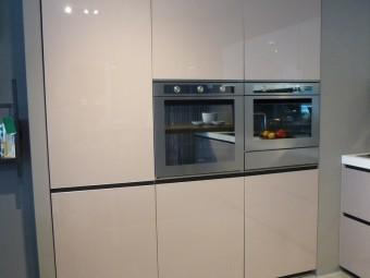 outlet cucine, modello Digma Demode Valcucine, particolar colonne con frigorifero, forno e forno microonde + cassetto inox