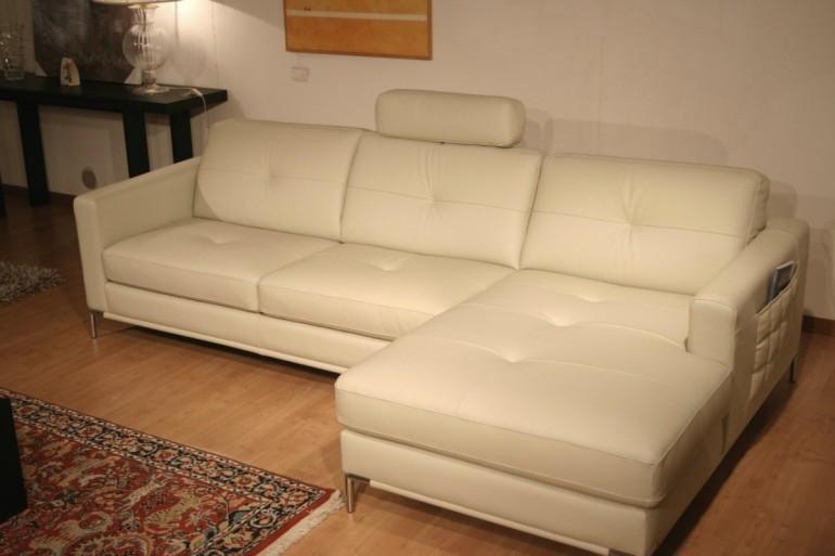 outlet divani: divano modello Annabella in pelle.