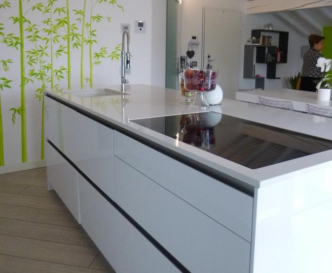 Progettazione e realizzazione di un arredamento moderno a - Cucina arredamento moderno ...