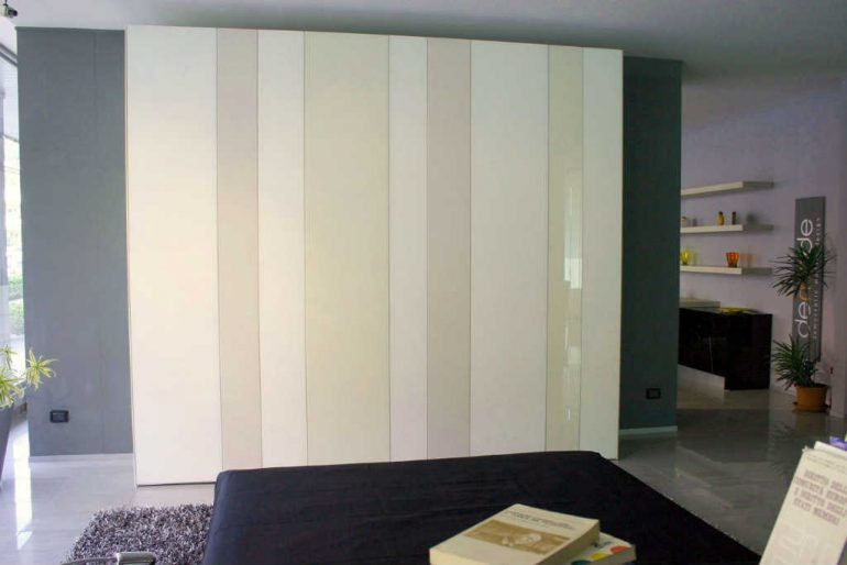 Stai scegliendo l'armadio della camera da letto a Bergamo?