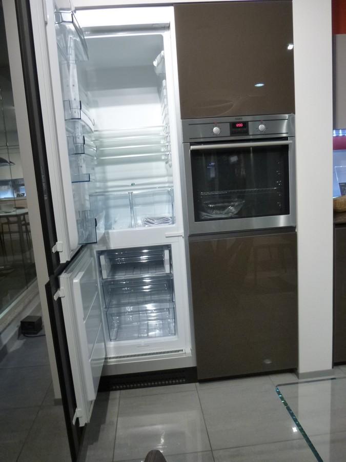 particolare-del-Frigo-e-del-forno-nella-cucina-Vitrum-Valcucine-in-vendita-a-prezzo-outlet-a-Zogno-Bergamo