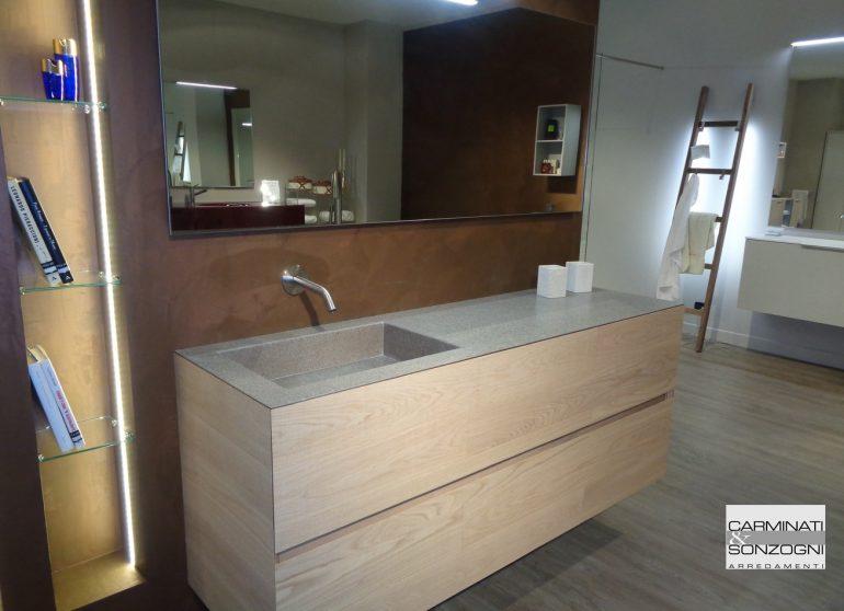 mobile da bagno in Bergamo, mobile legno rovere con piano in pietra piacentina e lavabo integrato