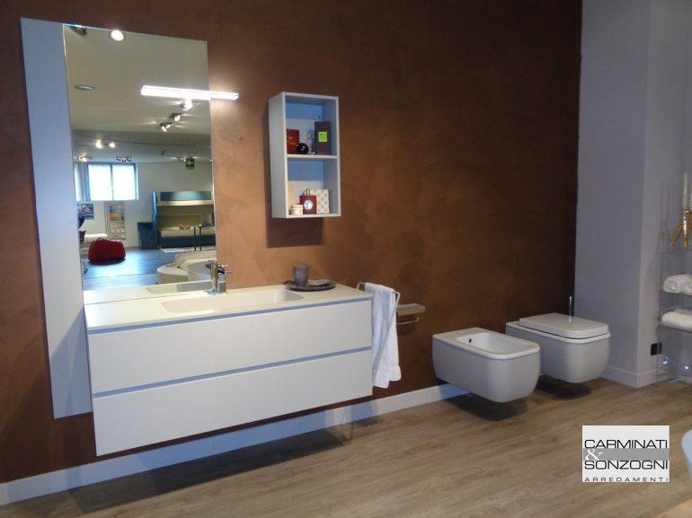 mobile da bagno Bergamo mod. Giunone laccato con piano quarzo e avabo integrato, sanitari rivestiti in legno laccato come il mobile