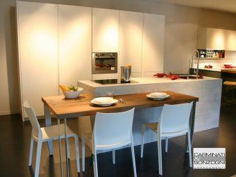 cucina Solida La Casa Moderna, nobilitato cemento e bianco a prezzo d'occasione Bergamo