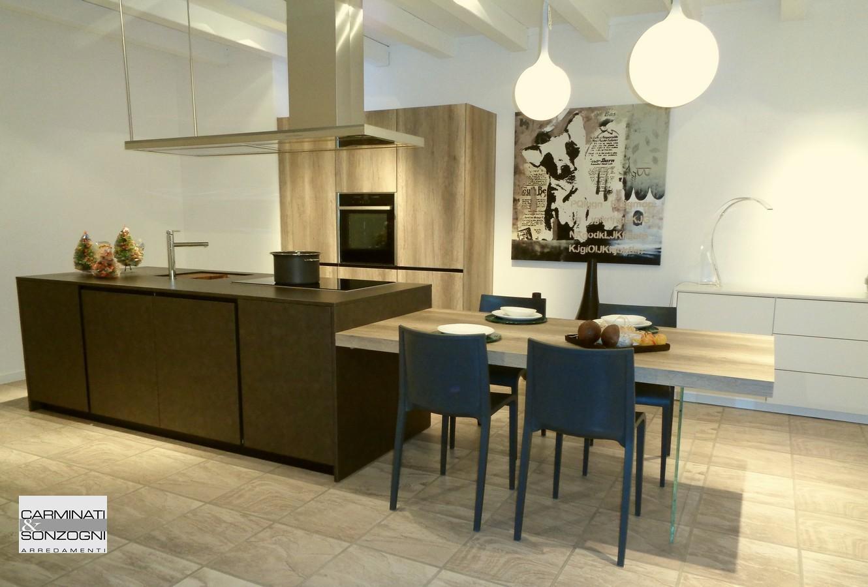Cucine da esposizione a prezzi scontati - Cucina moderna con isola ...