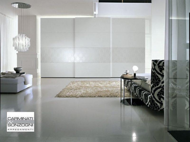 armadio scorrevole Dama laccato con fascia decorata, per camera da