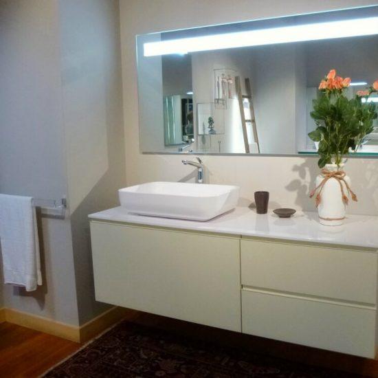 arredo bagno - mobili da bagno in offerta outlet - modello Giunone Edoné, in legno laccato canapa, piano e lavabo in stone light bianco lucido