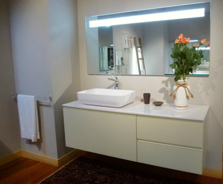 Outlet mobili da bagno in offerta carminati e sonzogni for Offerte per arredare casa