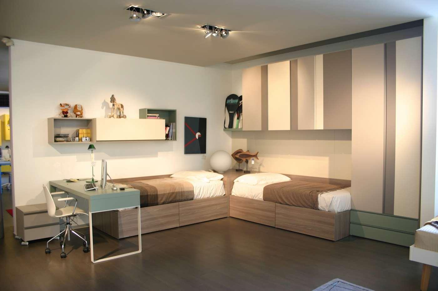 cameretta Clever con armadio a ponte, scrivania, letti, mensole, in vendita nel nostro negozio di Zogno, Bergamo, consegne anche a Milano, 1