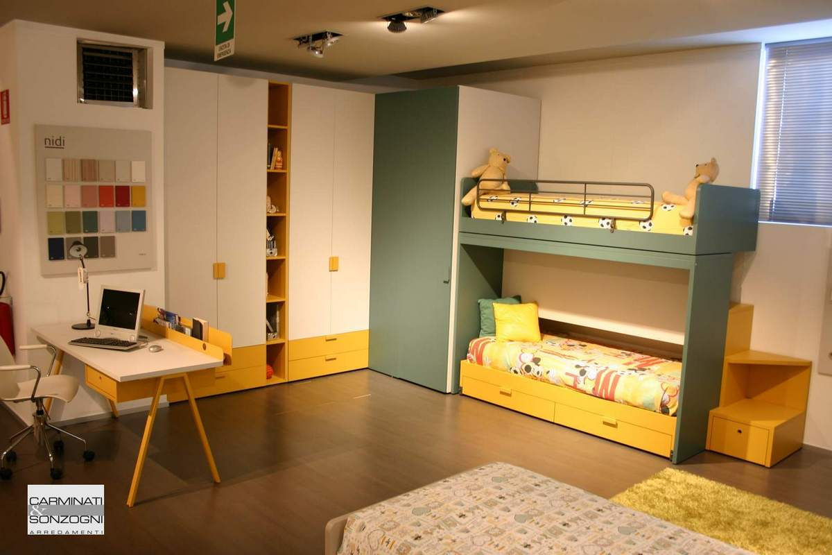 cameretta da bambino, piccola cabina armadio e letto a castello, Bergamo