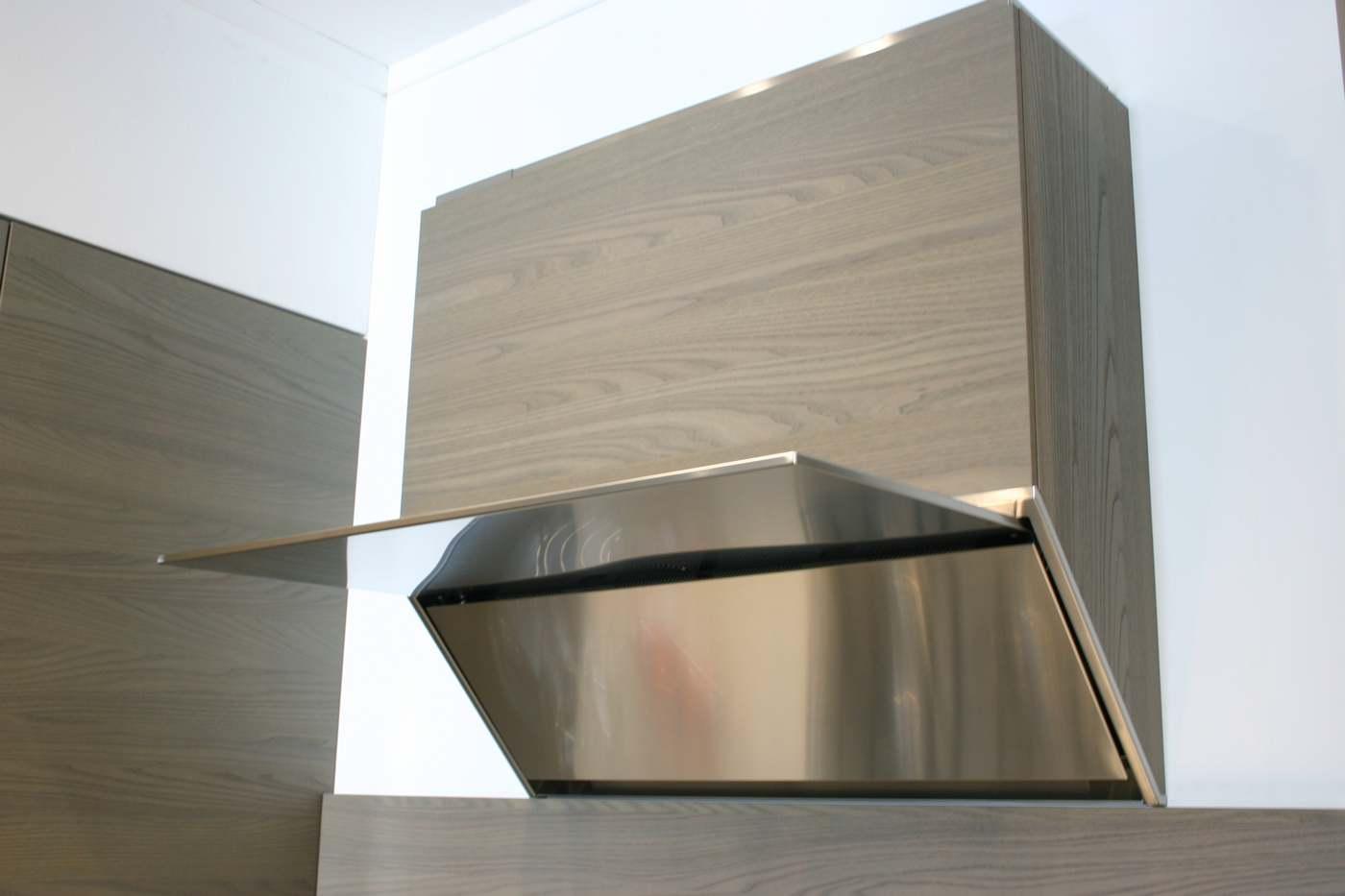 cappa aspirante in legno e acciaio