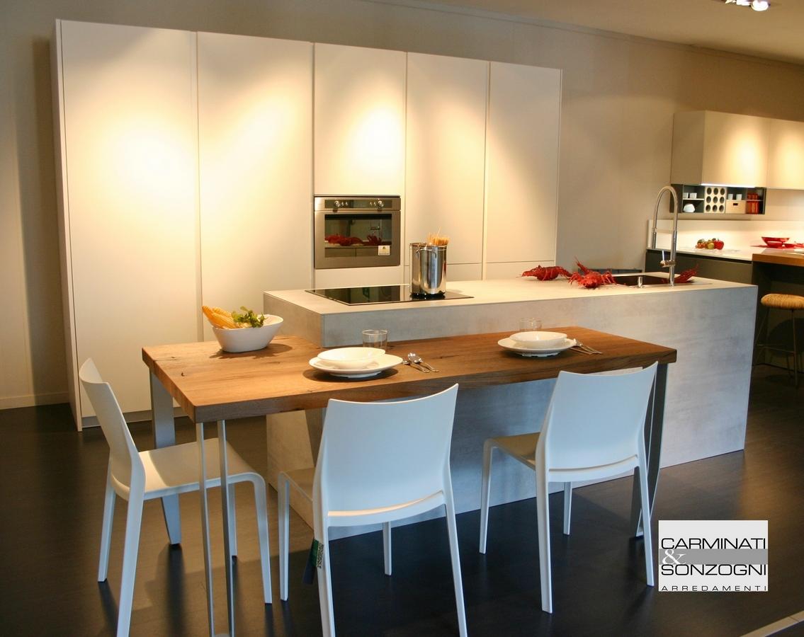 cucina Mesons Monoliti in nobilitato cemento e bianco a prezzo d'occasione Bergamo