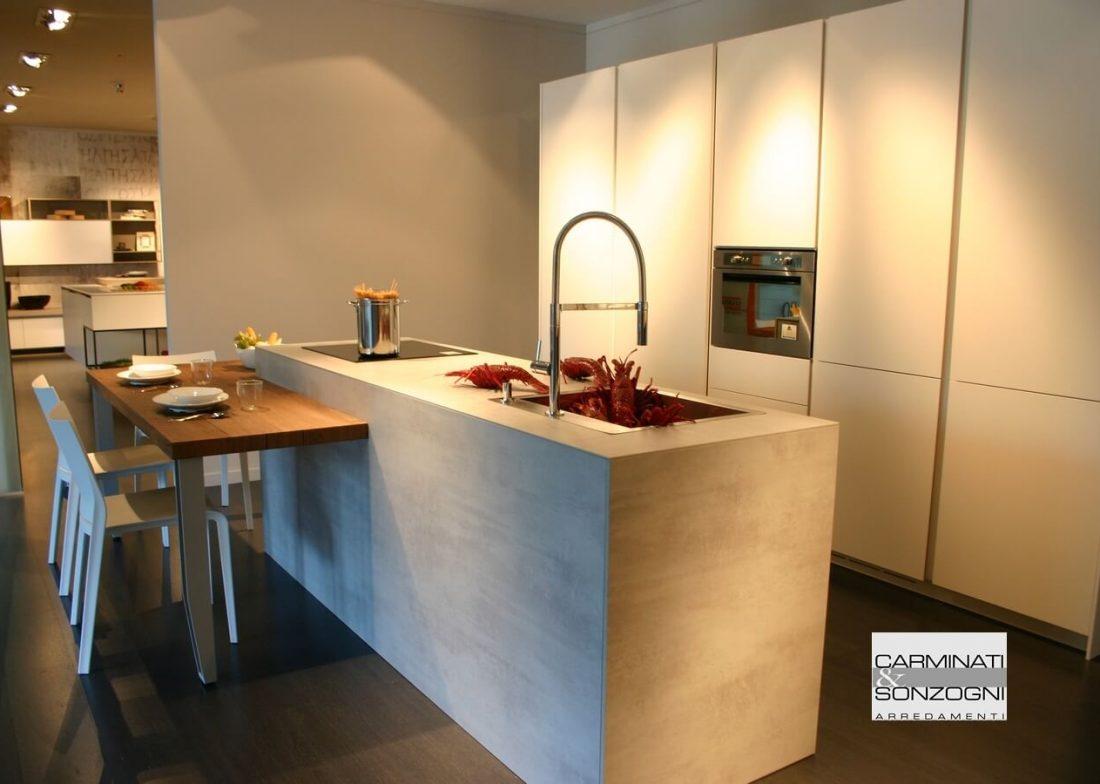 cucina-isola-modello-monoliti-prodotta-mesons-snack-ribassato-uso-tavolo-visibile-esposizione-zogno-bergamo