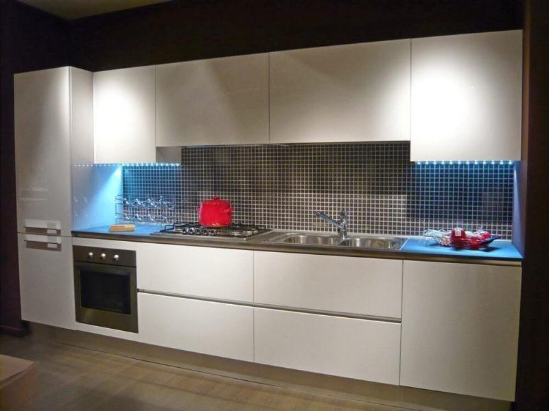 Cucina La Casa Moderna in laminato bianco soluzione lineare