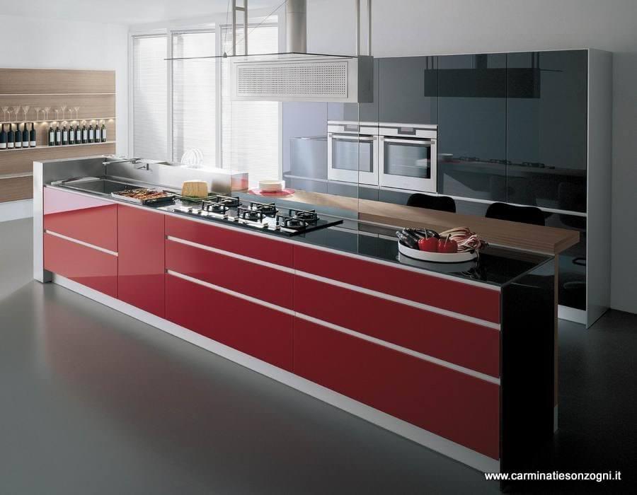 Cucina valcucine in vetro mod.artematica vitrum rossa, con isola con canale attrezzato e snack colazione