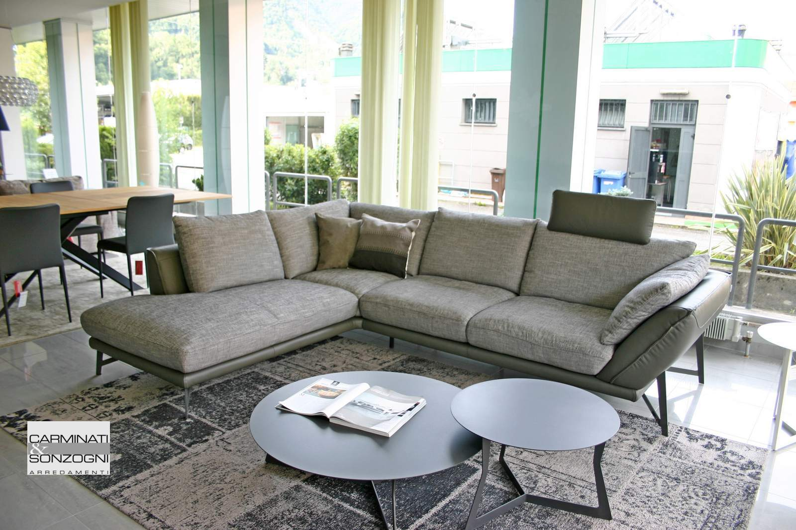 divano Gavi La casa Moderna Bergamo tessuto e pelle