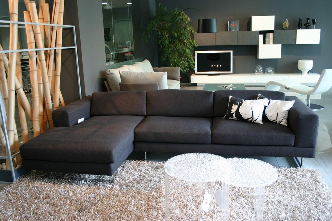 Soggiorno Con Divano Grigio Scuro divano noor con penisola in offerta - carminati e sonzogni