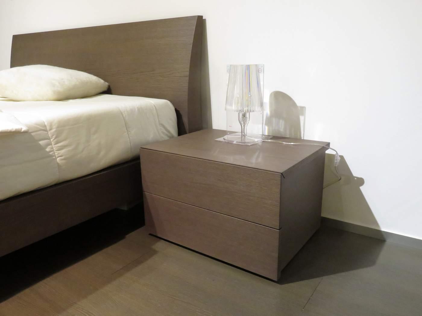 letto, comò e comodini modello Regio in legno rovere tinto cenere in vendita da CArminati e Sonzogni a Zogno Bergamo