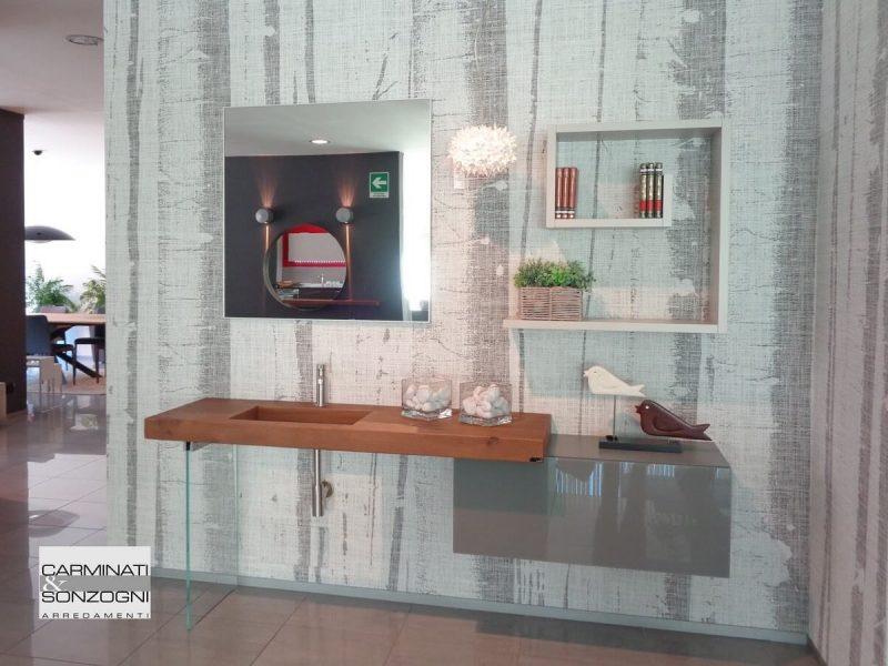 mobile da bagno LAGO con piano in legno Wildwood esposto nel ns. negozio di Zogno Bergamo