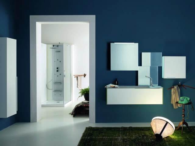 specchi sopra mobile da bagno grigio chiaro