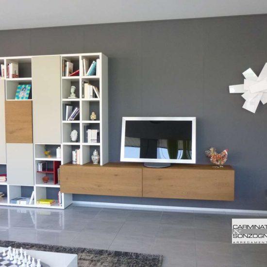mobile da soggiorno con libreria e base sospesa Modo Sangiacomo nella nostra esposizione di Zogno Bergamo .