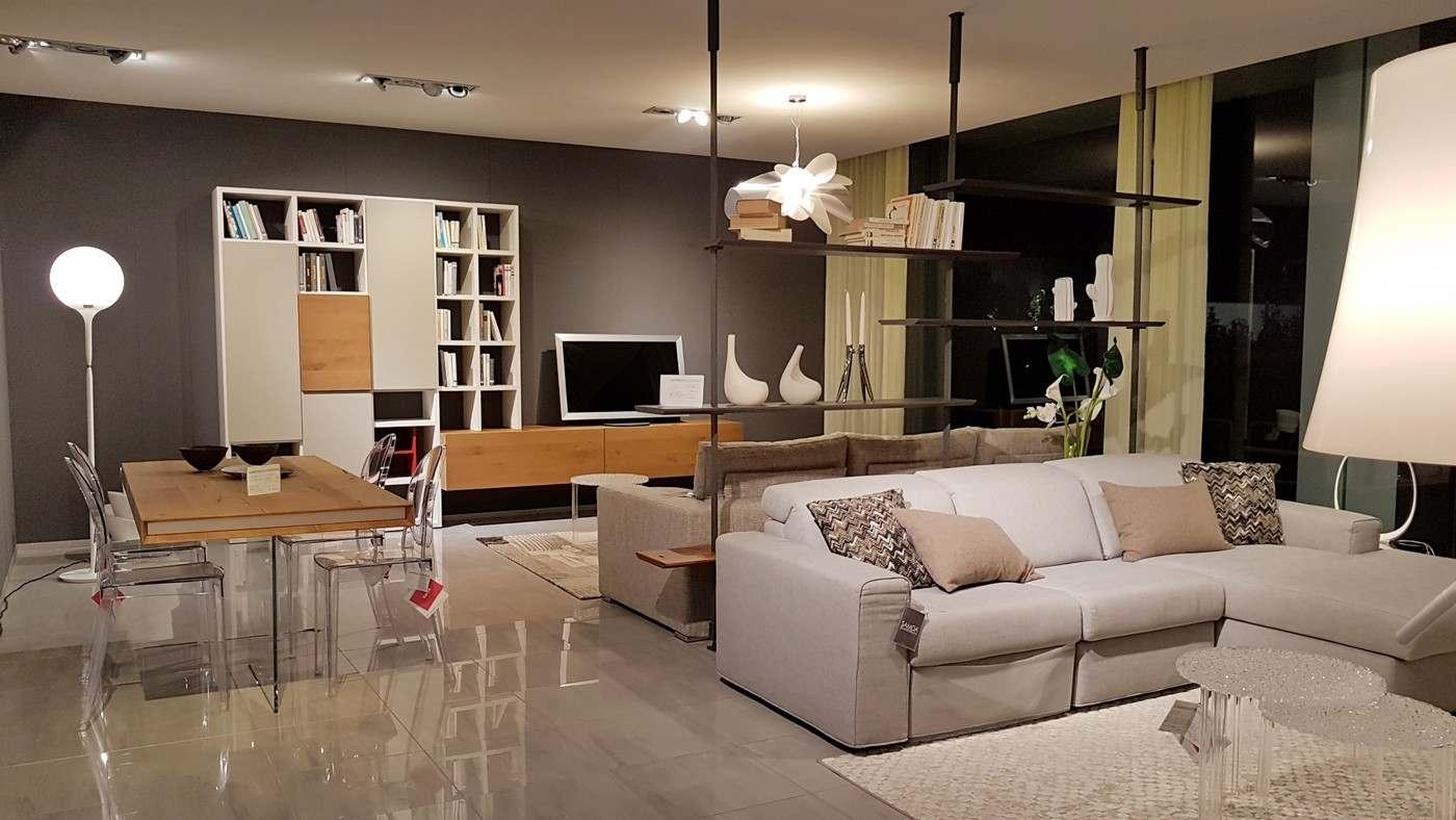 mobili da esposizione a Bergamo, tavolo AIR wilwood Lago, libreria Airport Cattelan, salotti Samoa, divano Taos Saba