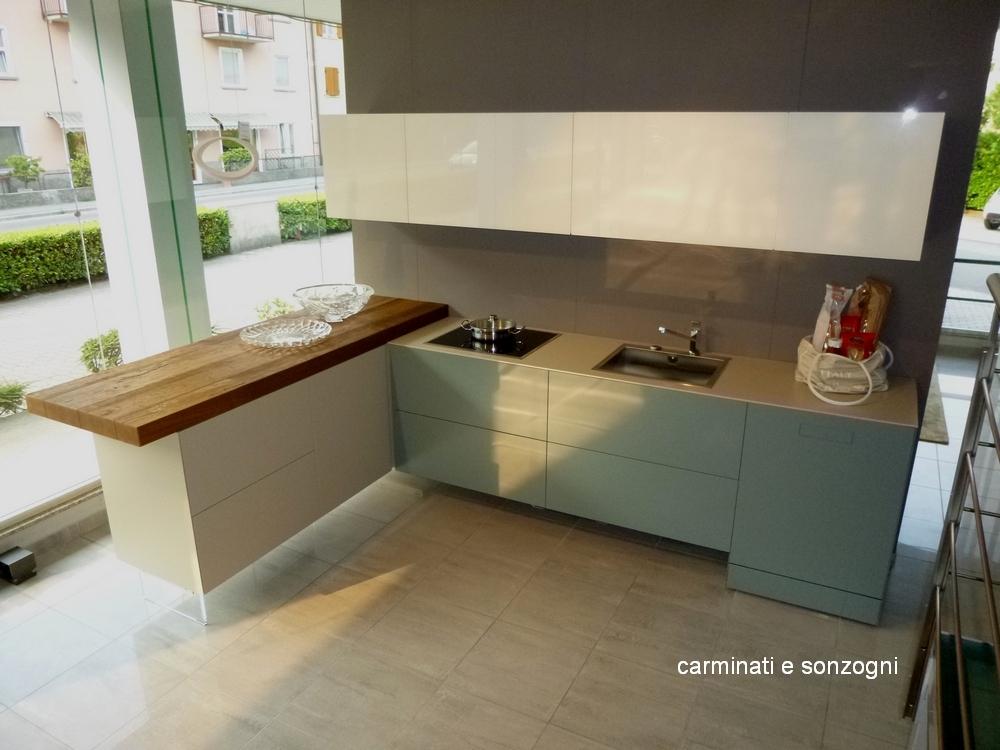 outlet-cucine-lago-Bergamo-cucina-lago-con-penisola-con-piano-in-legno-wildwood-