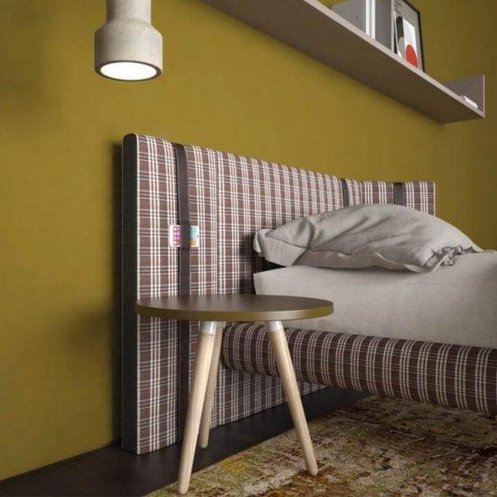 particolare letto imbottito con cinghia porta smart-phone