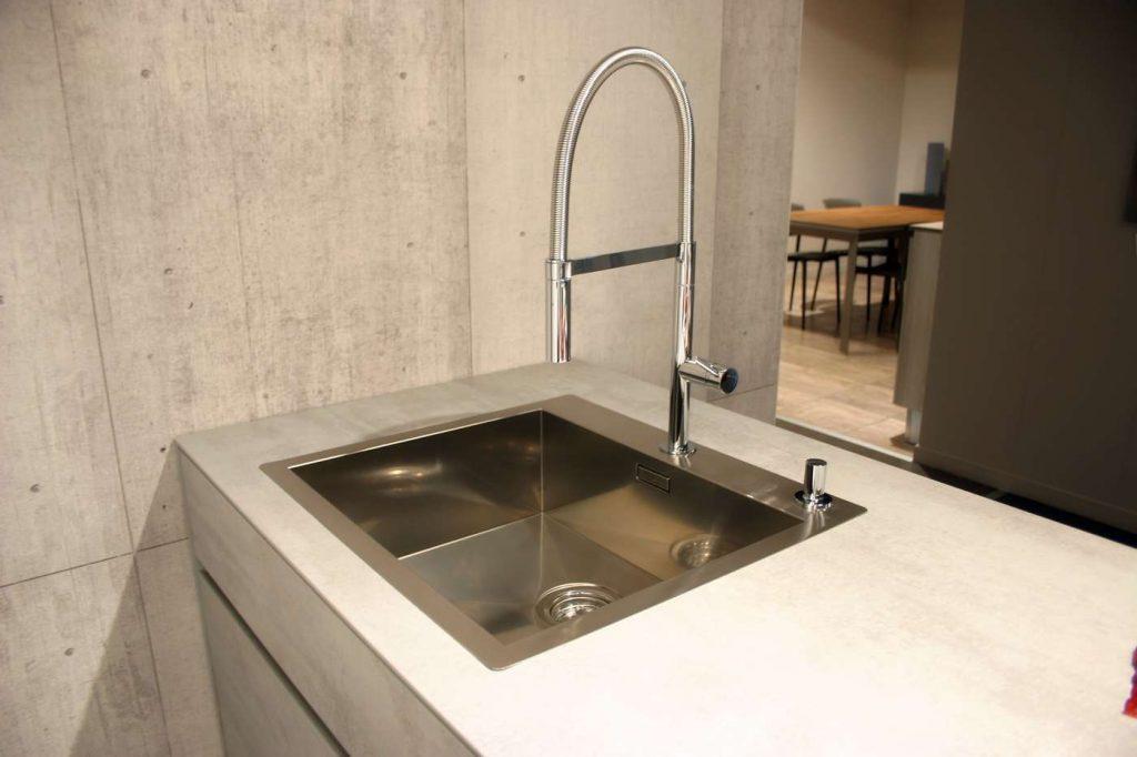 particolare vasca lavello inox a filo_tn
