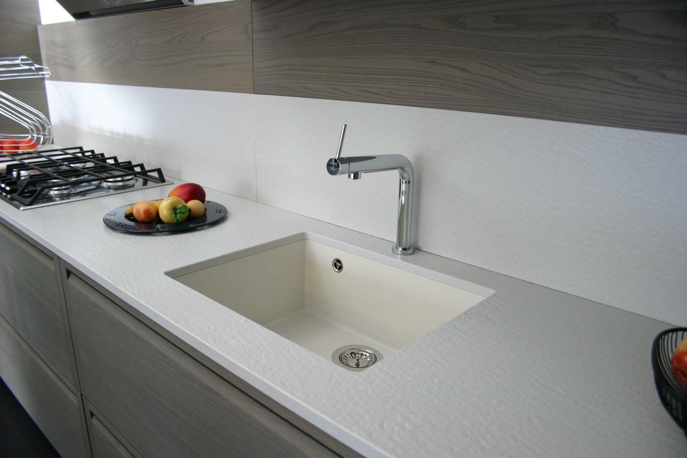 piano di lavoro in quarzo con vasca lavello sottotop