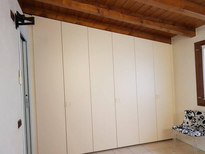 realizzazione di armadio a mansarda a Bergamo